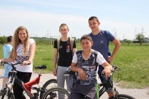 гордият победител Денис Куманов със своите приятели
