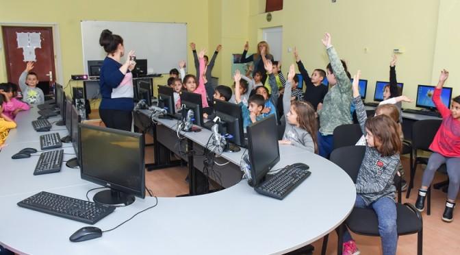Първокласниците в час по Безопасен интернет